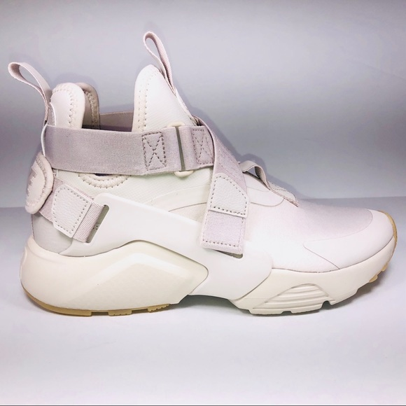6590559cd79e Womens Nike Air Huarache City Desert Sand Sneakers.  M 5c64c125a5d7c6004299e197
